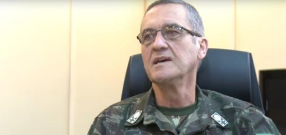 Comandante do Exército elogia ex-presidente