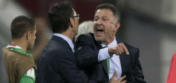 Juan Carlos Osorio enojado en un partido