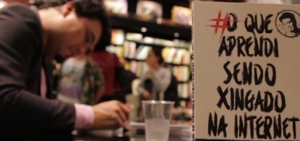 Livro lançado no dia 06/06/16 já é sucesso entre os jovens. ( Foto: Reprodução)