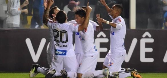 Vecchio marca e Santos vence a Chapecoense por 1 a 0