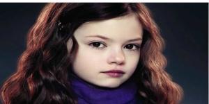 Veja como está atualmente a atriz mirim da saga Crepúsculo. ( Foto: Google)