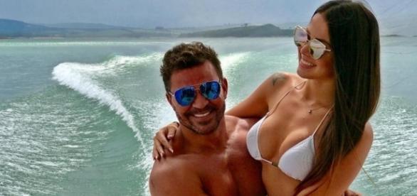 Eduardo Costa e namorada, Victor Villarim (reprodução / Instagram)