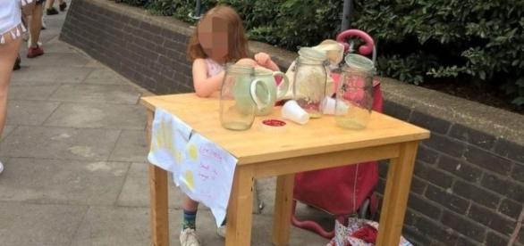 Menina de cinco anos foi multada no valor de £150 por não ter licença para vender limonada
