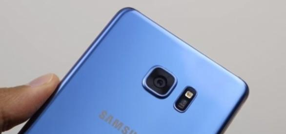 Samsung's hotly anticipated Galaxy Note 8 smartphone might feature even edgier display -- SuperSaf TV / YouTube