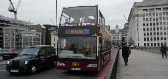 Buses on London Bridge (credit – Arriva436 – wikimediacommons)