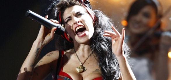 Explotaron las redes a cinco años de la muerte de Amy Winehouse ... - elintransigente.com