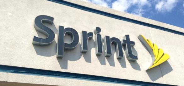 Sprint CEO Marcelo Claure's tweet hints at possible merger with T-Mobile / Photo via Mike Mozart, Flickr