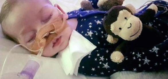 Charlie Gard's heartbroken parents release new pics of tragic tot ... - thesun.co.uk