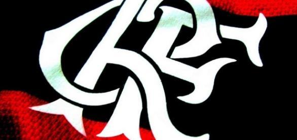 Escudo na camisa oficial do flamengo