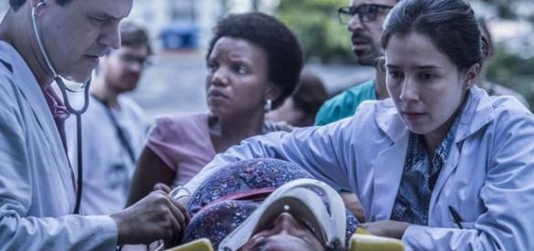 Primeiro capítulo começa com o episódio da morte de Madalena, esposa de Evandro (Julio Andrade) Foto: Globo / Maurício Fidalgo