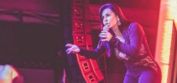 Gretchen fez show para mega plateia no Rio no fim de semana e, na terça-feira (25), teve música veiculada em série da Globo