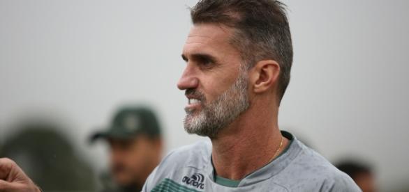 Mancini volta menos de um ano após ser demitido