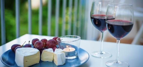 Research suggests drinking more wine and beer reduces risk of developing diabetes. (pixel free photos)