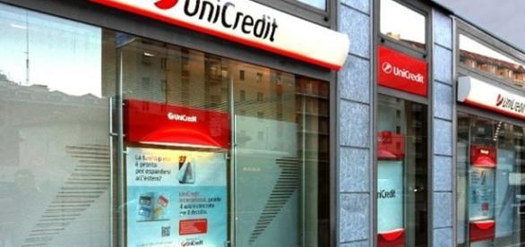 Unicredit, violati i dati di 400 mila clienti