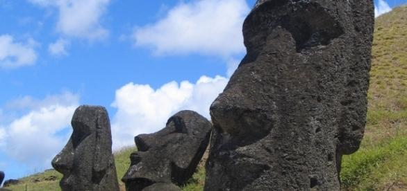 Moai at Rano Raraku, Easter Island by Aurbina via Wikimedia Commons