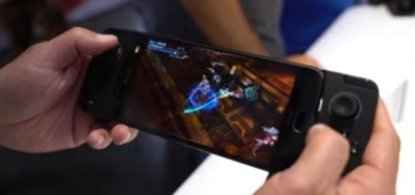 The Moto GamePad. [Image via YouTube/Android Central]