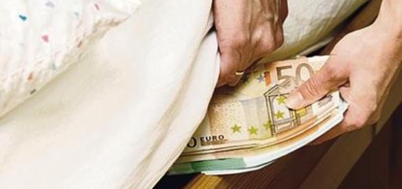 Dal freezer al materasso, 1 persona su 3 nasconde i soldi in casa ... - retenews24.it