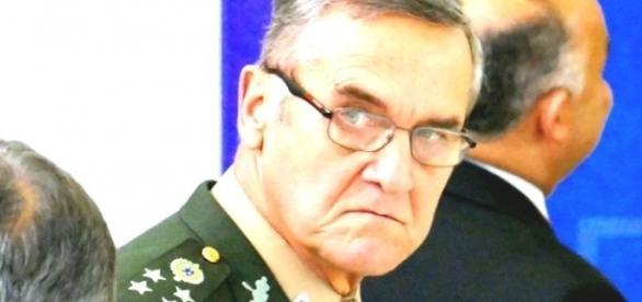 Resultado de imagem para crise politica brasil militar