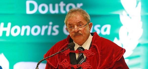 Lula discursa ao receber o título de 'Doutor Honoris Causa' da UFABC