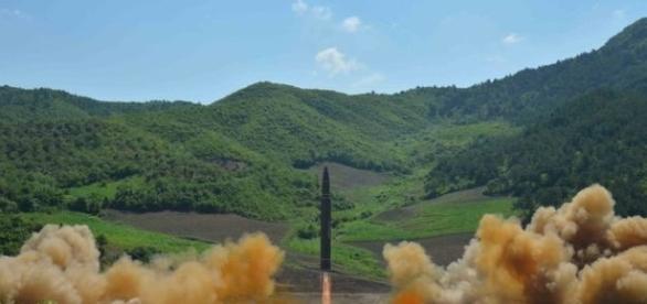 Un lancio di un missile nordcoreano (foto KCNA)