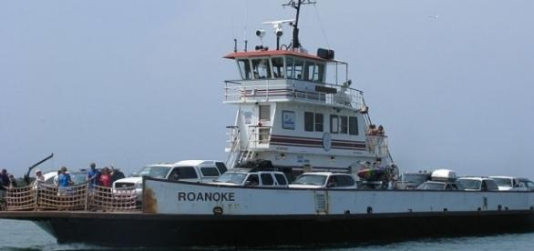 Ferry between Hatteras and Ocracoke (credit - Captain-tucker – wikimediacommons)