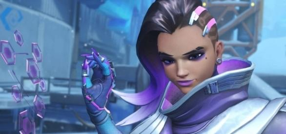Sombra is one of the Offense heroes in 'Overwatch.' [Image via YouTube/GameLandVN]