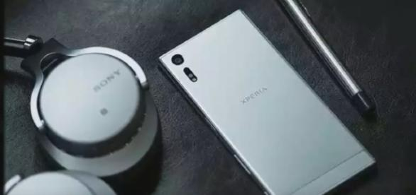 Sony Xperia XZ1 - YouTube/GadgetGeeks Channel