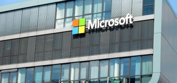 Microsoft plans to lay off thousands | Image: Efes https://pixabay.com/fr/b%C3%A2timent-cologne-fa%C3%A7ade-1011876/
