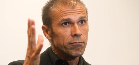 O treinador vascaíno terá que encontrar dois substitutos (Foto: Reprodução)