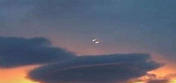 Objetos voadores não identificados filmados sobre à Áustria (Youtube)