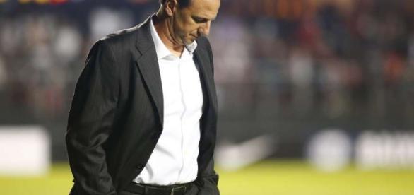 Rogério Ceni já demonstrava que não está suportando a pressão. ( Foto:Reprodução)