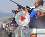 En esta Imagen obtenida de la revista proceso un grupo de autodefensas hace frente a grupos de paramilitares (narcos) en su comunidad