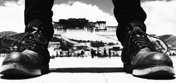 boots before the Dalai Lama's palace in Lhasa.https://pixabay.com/en/the-potala-palace-potala-palace-2459121/