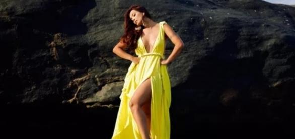 Looks amarelos são tendência neste verão, como no vestido usado pela atriz Carol Nakamura