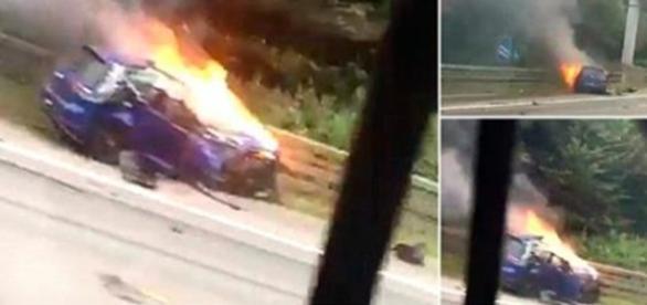 Carro em chamas após colisão. Ladrões fugiram