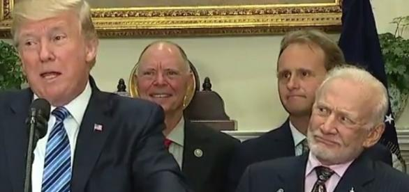 Buzz Aldrin's puzzled looks steal the show from behind Trump. Photo: YouTube Screenshot