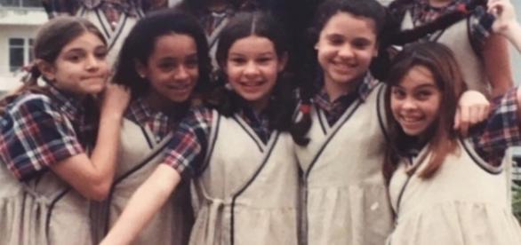 Fernanda Souza se reencontra com colegas de elenco 20 anos após essa imagem (Foto: Reprodução)