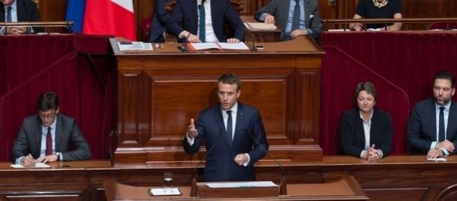 Emmanuel Macron promet une « profonde transformation »