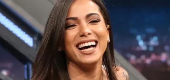 Anitta é vista beijando empresário - Google