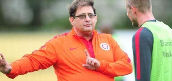 Guto Ferreira quer melhorar o sistema ofensivo (Foto: Reprodução)
