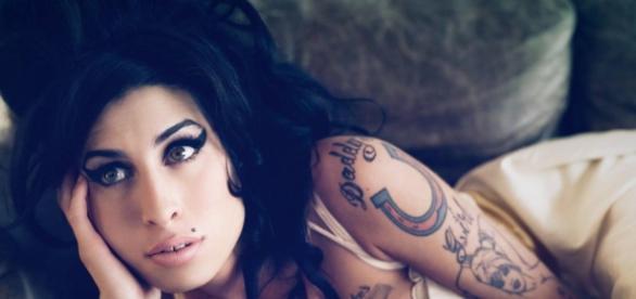 Morte de Amy Winehouse e de outros astros aos 27 anos é tema de teorias