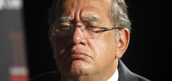 Petição pede saída do ministro Gilmar Mendes