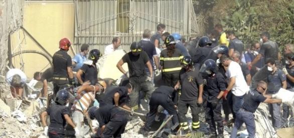 Un bloc de 4 etaje s-a prăbușit în Italia. Între dispăruți sunt doi copii