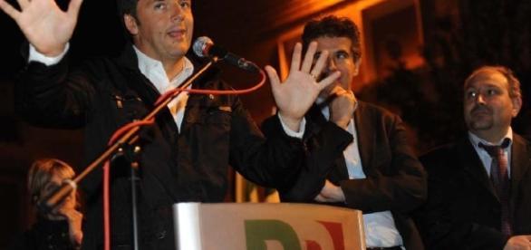 Da sinistra, Matteo Renzi a Imola con a destra il sindaco Daniele Manca e l'ex segretario del Pd Fabrizio Castellari