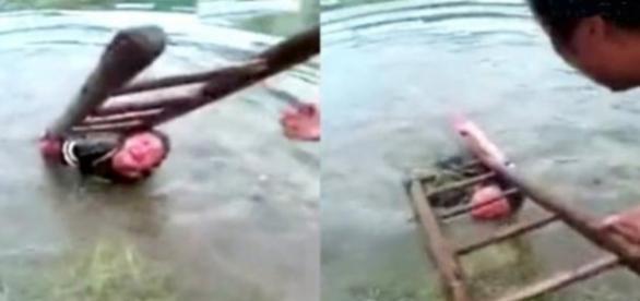 Pai afoga filho como castigo (Foto: Reprodução)