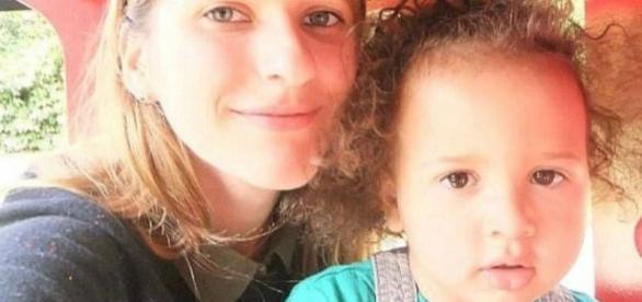 Alex junto com sua mãe,Lilya Breha
