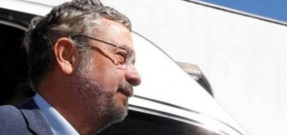 Ex-ministro Antônio Palocci possui documentos que podem comprometer a Rede Globo numa delação premiada