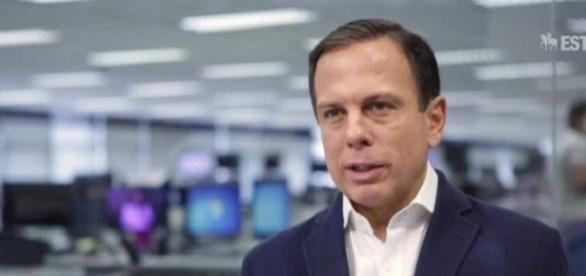 João Doria grava vídeo criticando jornalista da Folha