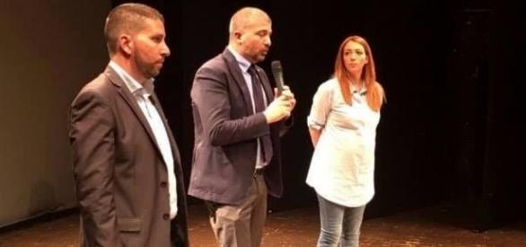 Marsella e Chiaraluce con il vicepresidente di CasaPound Di Stefano in un teatro di Ostia.