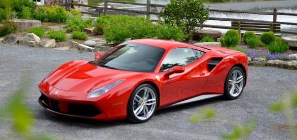 Ostentava una Ferrari ultimo modello il salernitano 36 enne 'nullatenente' arrestato per detenzione di droga ai fini di spaccio.